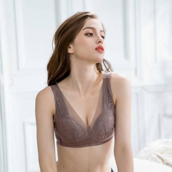 TJP 歐系奢華透膚蕾絲無鋼圈蠶絲內衣超值3色組(咖/黑/膚)