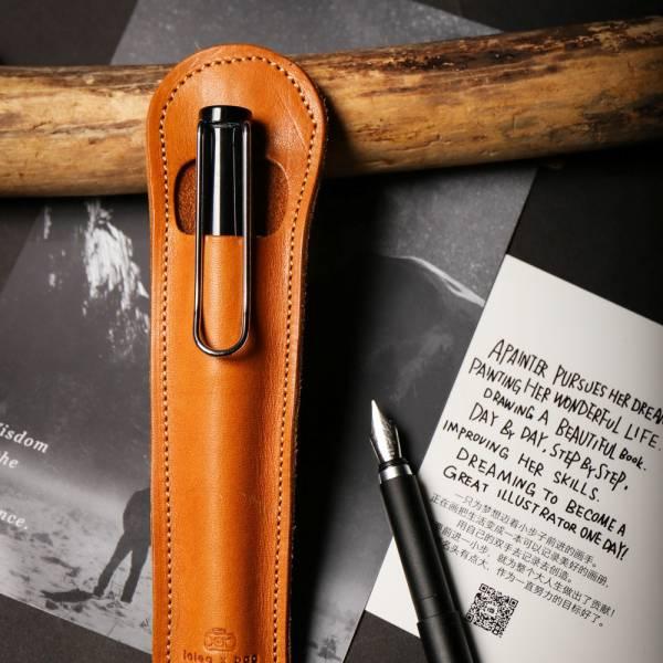 点子包【icleaXbag】 小法棍真皮笔套 钢笔笔套 礼品可刻字 棕色 钢笔笔套