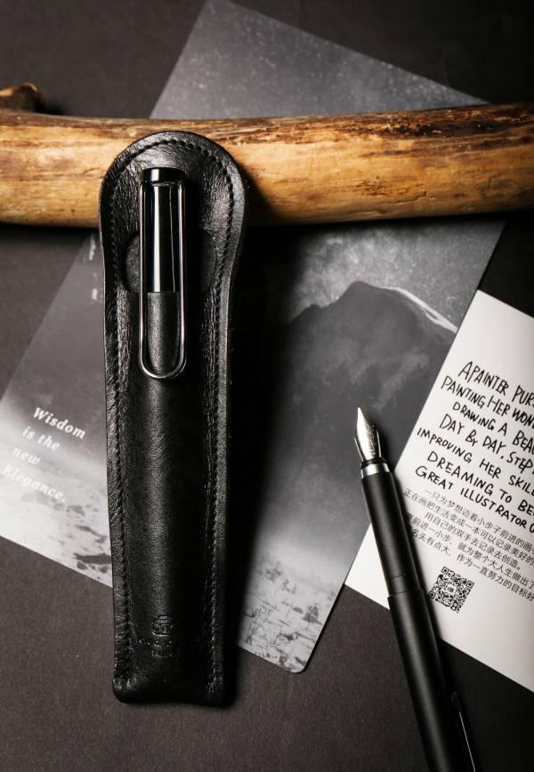 點子包【icleaXbag】 小法棍真皮筆套 鋼筆筆套 禮品可刻字 黑色  鋼筆筆套