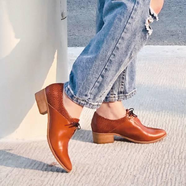 【手工訂製】小V造型_拼接設計綁帶踝靴_駝