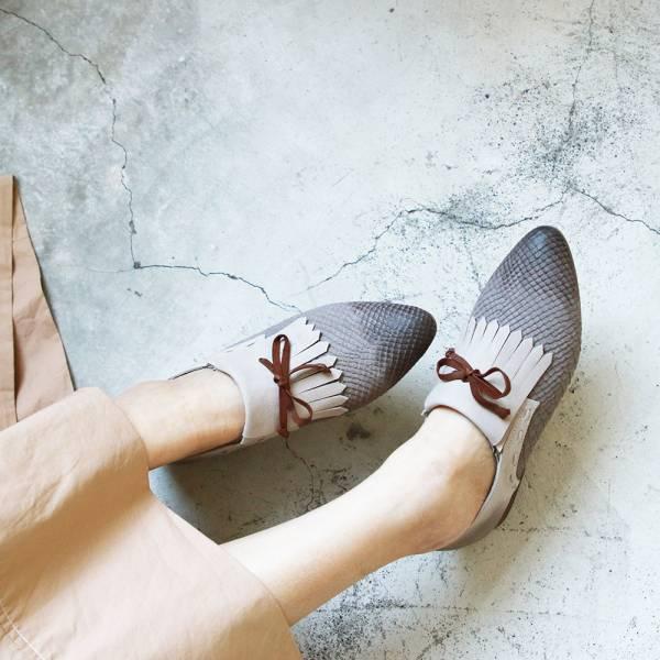【現貨】世界系列ˍ尖頭流蘇片牛皮壓紋平底鞋