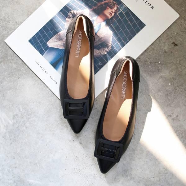 【現貨】世界系列_質感H扣柔軟羊皮通勤低跟鞋_黑