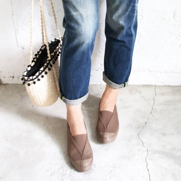 【現貨】世界系列_Pennylane防踢設計_大人的修飾腳型V口帆布休閒鞋_棕