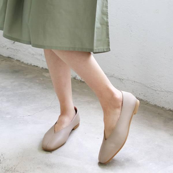 【現貨】世界系列_日本製Recipe真皮V口造型便鞋_米灰