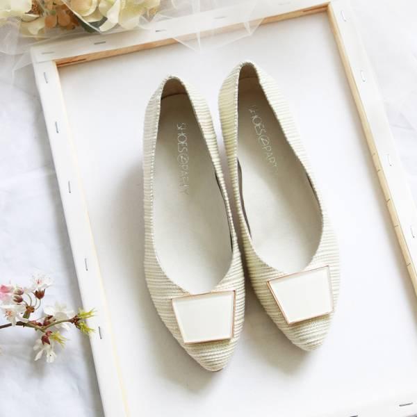【訂製】立體感金蔥織布飾扣低跟鞋-淺金