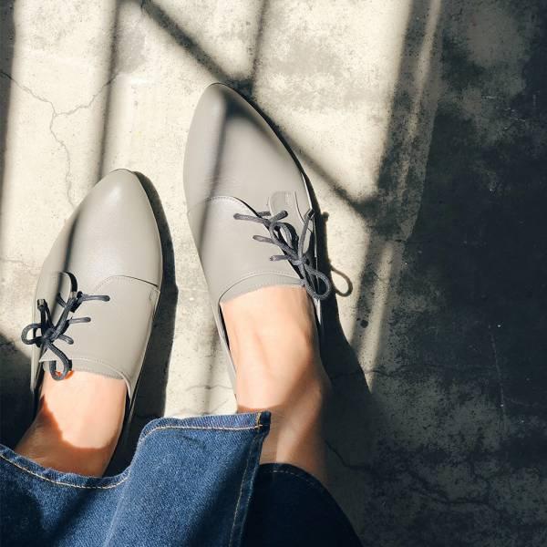 【現貨】斜綁帶小V口踝靴-灰