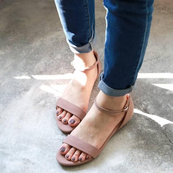 【訂製】小坡跟一字帶涼鞋-米