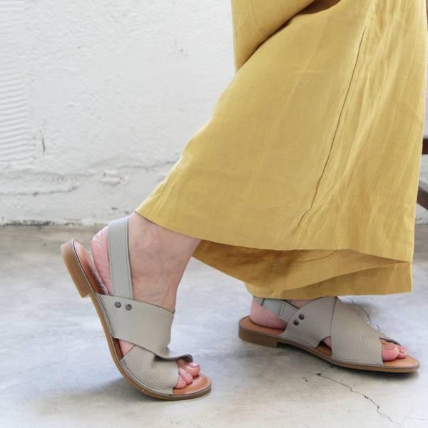 【預購】世界系列_日本製Recipe寬版交叉軟皮涼鞋-淺灰
