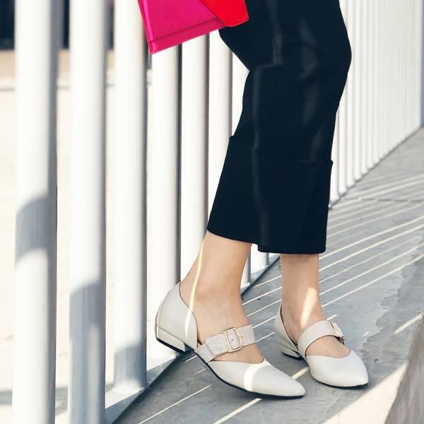 【預購】腳背可調鬆緊異素材絆帶低跟鞋-米白
