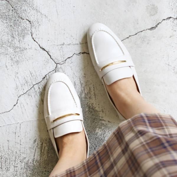 【現貨】世界系列_軟羊皮金屬飾條樂福便鞋_米白