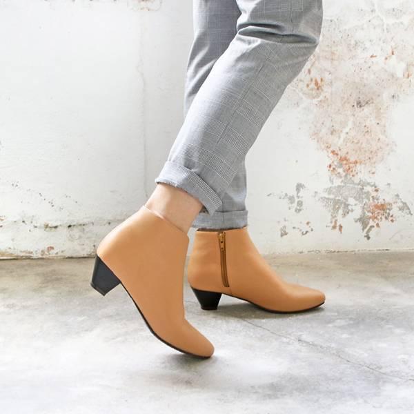 【手工訂製】羊皮素面安定低跟短靴_米