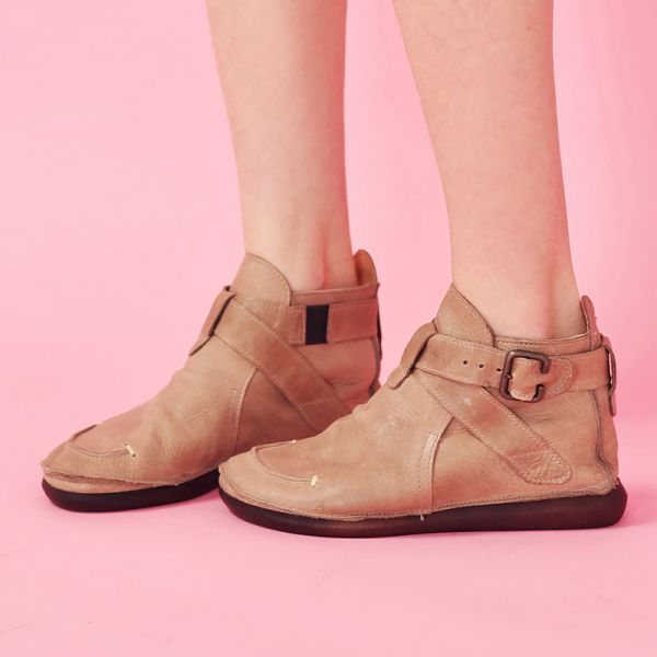 預購【日本製】D'knot植揉牛皮交叉扣帶短靴-米