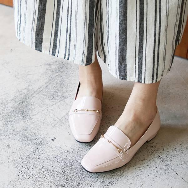 【訂製】安定鞋跟_牛漆皮氣質鍊條樂福鞋-淺米