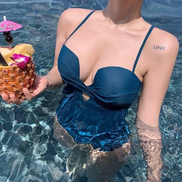 【現貨】梨卡 - 火辣性感[有胸墊+顯瘦挖洞]三角遮肚連身溫泉連身泳衣連身泳裝CR505-2 天使,蕾絲,甜美,性感,深V,鉤花,露背,鏤空,三角,連身,泳裝,比基尼,泳衣