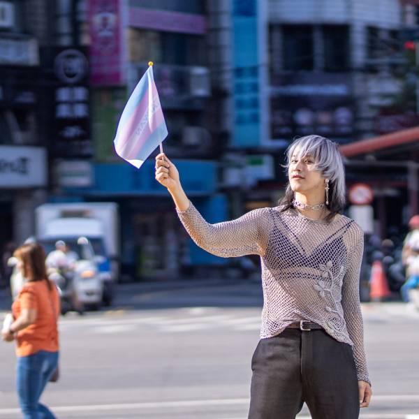 跨性別手搖旗