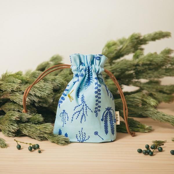 束口小囊袋/野花草與蜻蜓/花瓣藍紫 束口袋