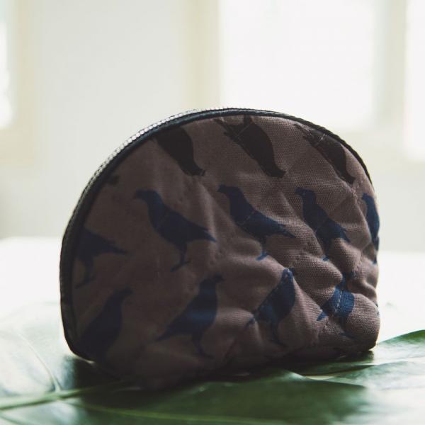 拉鏈半月收納包/台灣八哥5號/工匠灰黑 收納包, 化妝包, 盥洗包