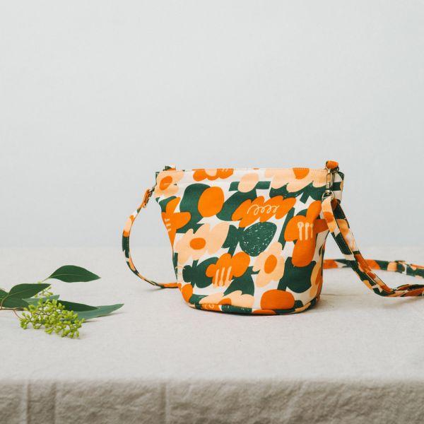圓底側背包/藝術家聯名/印花樂 x UULIN/荷包蛋花朵/橘色 小包,側背包