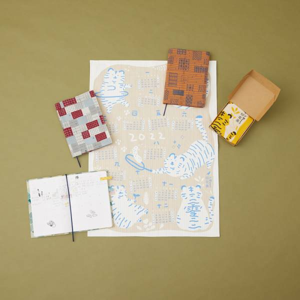 【組合-送N次貼x2】年曆茶巾/藍白色+書衣手帳3款任選 年曆,擦拭布,茶巾,掛畫,虎年,印花樂年曆茶巾,復古風,復古印花,書衣,手帳