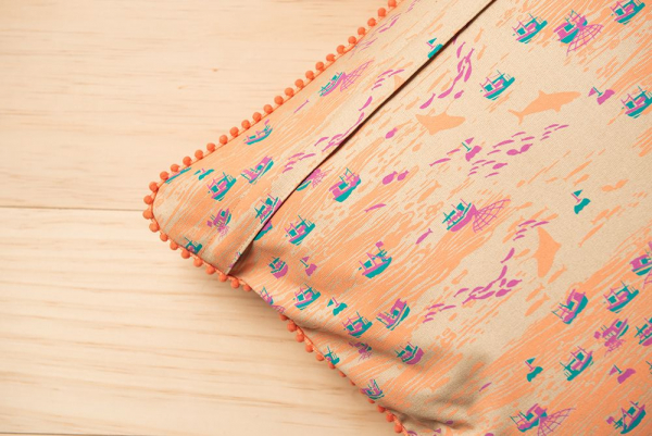 毛球滾邊抱枕套/海的寶物_漁船/棕橘褐 抱枕套