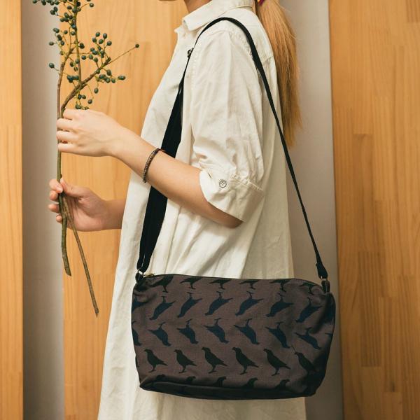 橫式拉鏈側背包/台灣八哥5號/工匠灰黑 側背包, 斜背包
