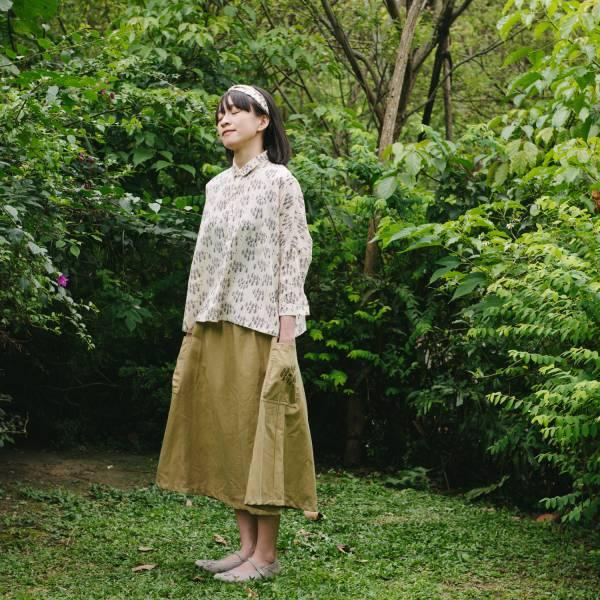 拼接口袋傘裙/藝術家聯名/印花樂 x 古曉茵/森林物語/素色刺繡褐 裙子,拼接,花裙,印花布料,長裙