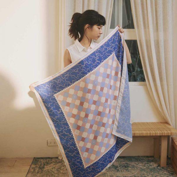印花絲巾-100x100/玻璃海棠2號/粉紫深藍