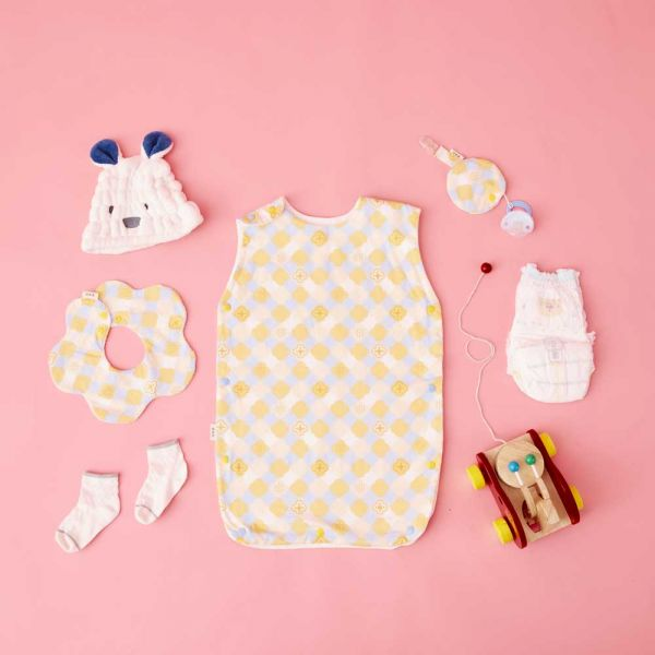 【新生兒/滿月禮盒】玻璃海棠2號/俏皮黃藍- 奶嘴夾布套組+花瓣口水巾+寶寶防踢被