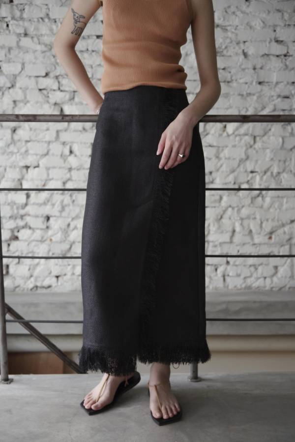 AURALEE - washi basket fringe skirt in black