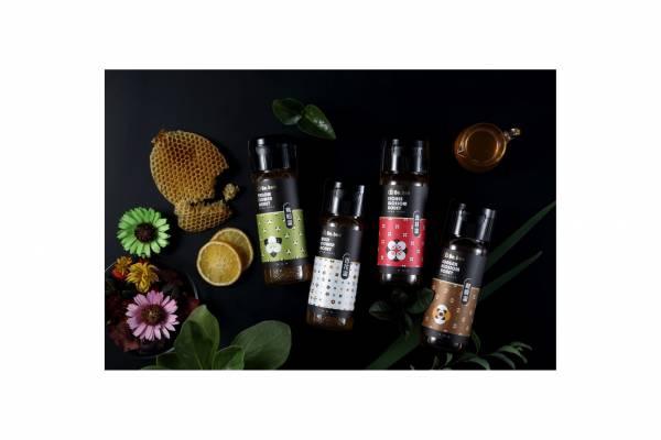 H022-BeBee 烏臼蜜+龍眼蜜+百花蜜 +荔枝蜜 420g/瓶             (烏桕蜜:香氣清亮馥雅,滋味清婉柔麗、甜美圓潤,尾韻帶著微微細緻的酸香,適合不喜歡太甜口感的人,特色易結晶。龍眼蜜:花期為每年的四月份,香氣濃郁,位處山區空氣清新、水質清淨,所以產出台灣最道地的龍眼蜂蜜!百花蜜:採集於台灣深山四季無農藥污染之百花精華,味道清香,口感獨特,風味絕佳,特性易結晶。荔枝蜜:花期每年三月份,荔枝蜜呈淺琥珀色,蜜味芬芳馥郁,具有強烈荔枝花香,特性易結晶。) 天然蜂蜜 烏臼蜜  龍眼蜜 荔枝蜜  百花蜜