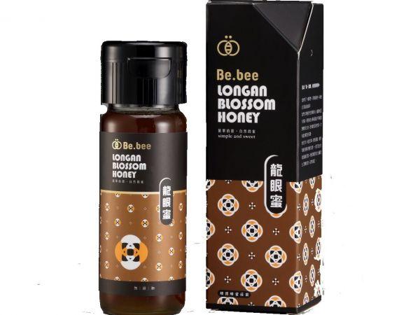 H002-BeBee 龍眼蜜  420g (龍眼蜜:花期為每年的四月份,香氣濃郁,位處山區空氣清新、水質清淨,所以產出台灣最道地的龍眼蜂蜜! 注意事項 蜂蜜結晶屬自然現象,請安心食用,一歲以下的嬰幼兒不宜餵食蜂產品。) 天然蜂蜜  蜂蜜