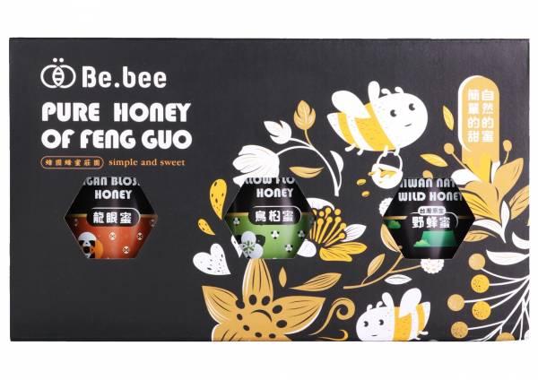 H011-BeBee 龍眼蜜/野蜂蜜/烏臼蜜  禮盒  3瓶裝  130g/瓶 20x11x7 公分 (龍眼蜜:清新的空氣,純淨的水源,種植於南投中寮世外桃源的龍眼樹,由蜜蜂們一點一滴萃取出甜美的金黃,香氣濃醇、圓潤質順,每一口在舌尖交織出甜美的樂章,讓人醉心於簡單的甜蜜。   天然蜂蜜  蜂蜜