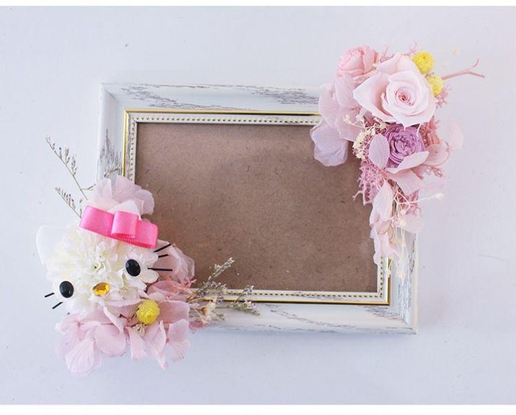 課程- 回憶珍藏 Hello Kitty 永生相框 提供現代日韓風可愛浪漫風格花束