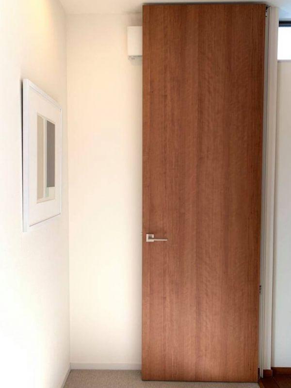 【#設計分享】 木質暖意從「#門」開始! 裝潢,櫻桃木,木皮板,豪宅,傢俱,門