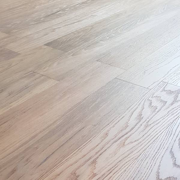 天然木地板-玄鐵灰(浮雕鋼刷) 建材,室內裝潢,木地板,實木地板,複合式實木地板,室內設計師,海島型實木地板, 保護膝蓋, 赤足親膚