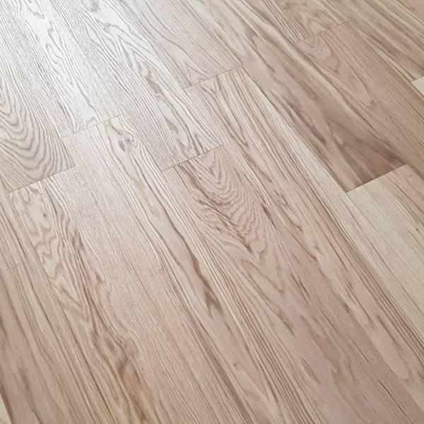 天然木地板-拿鐵白橡(浮雕鋼刷) 建材,室內裝潢,木地板,實木地板,複合式實木地板,室內設計師,海島型實木地板, 保護膝蓋